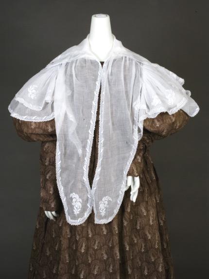 Pelerine 1830 flouncedwhitework Augusta auctions