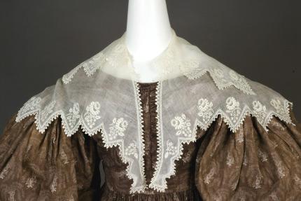 Pelerine whitework thistle 1830 Augusta Auction