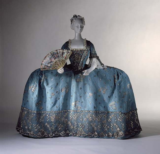Court dress c 1750 silk taffeta bracaded with silver thread Met
