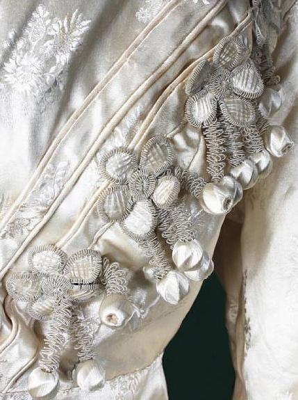 detail early 19th c redingoat bonhams