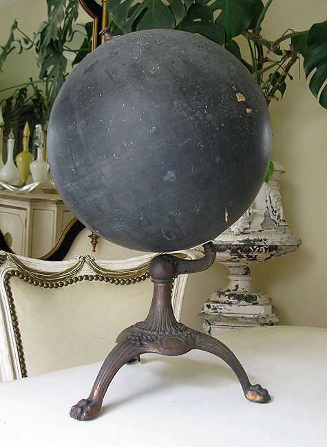 Slate globe Paris Hotel Boutique