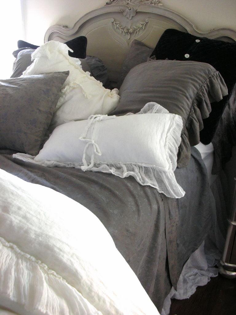 Bella Notte graphite bedding