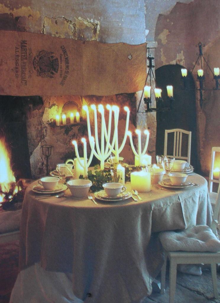 Cote Sud candlelit table Trouvais
