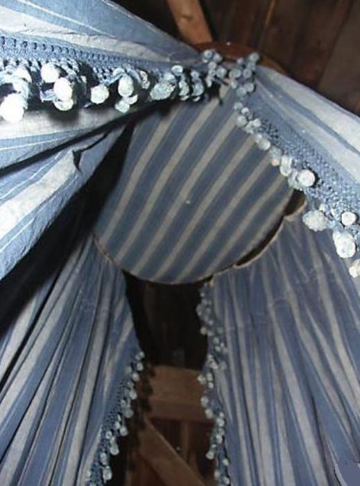 Ceil de lit 11Textile Trunk Trouvais