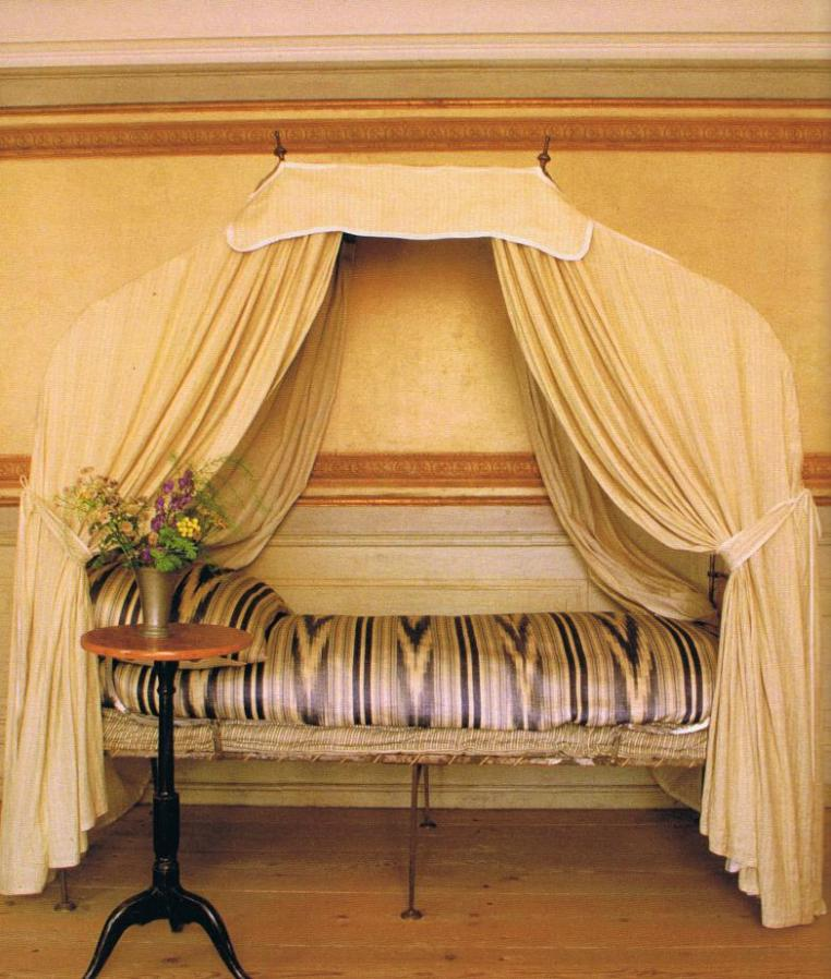 Gustavian style canopy bed