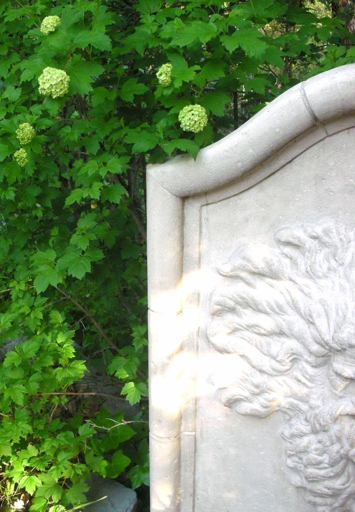Provence garden fountain Trouvais