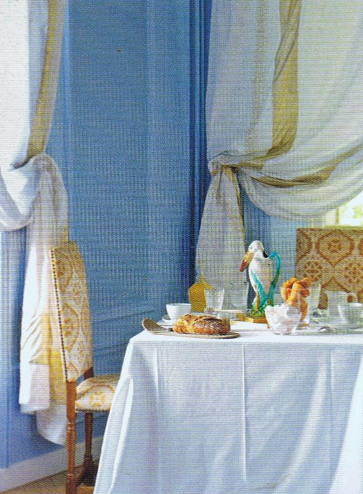 Pretty blues in dining room