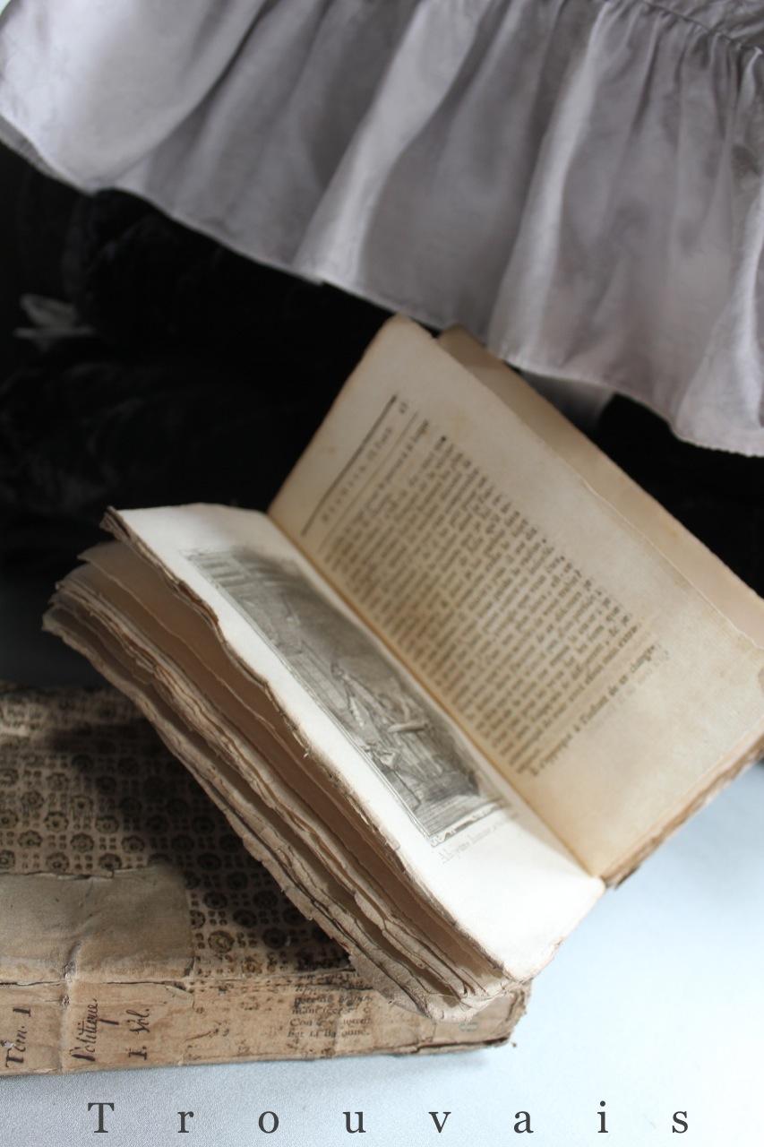 Trouvais antique paperbacks