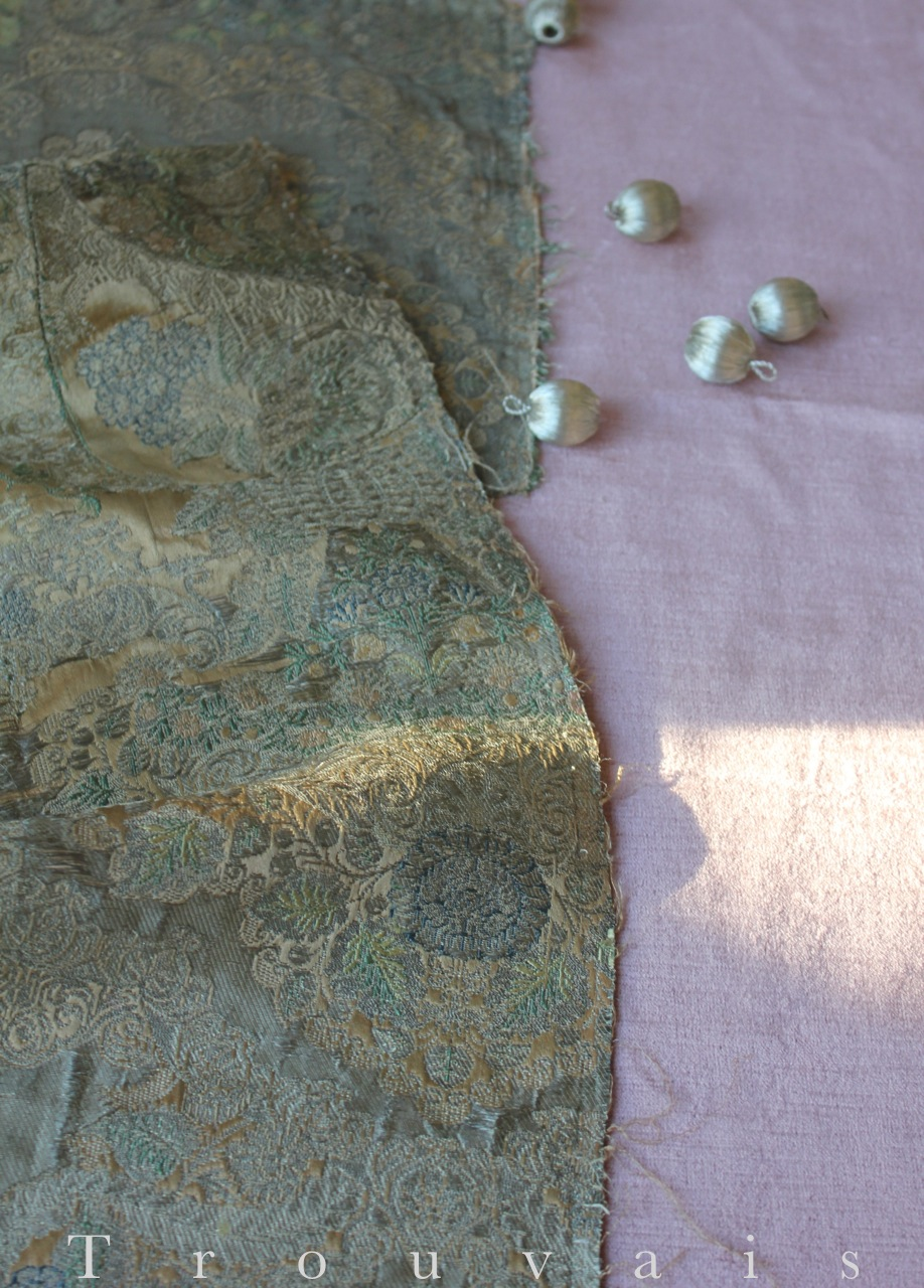 Trouvais Textiles 17th c silver brocade